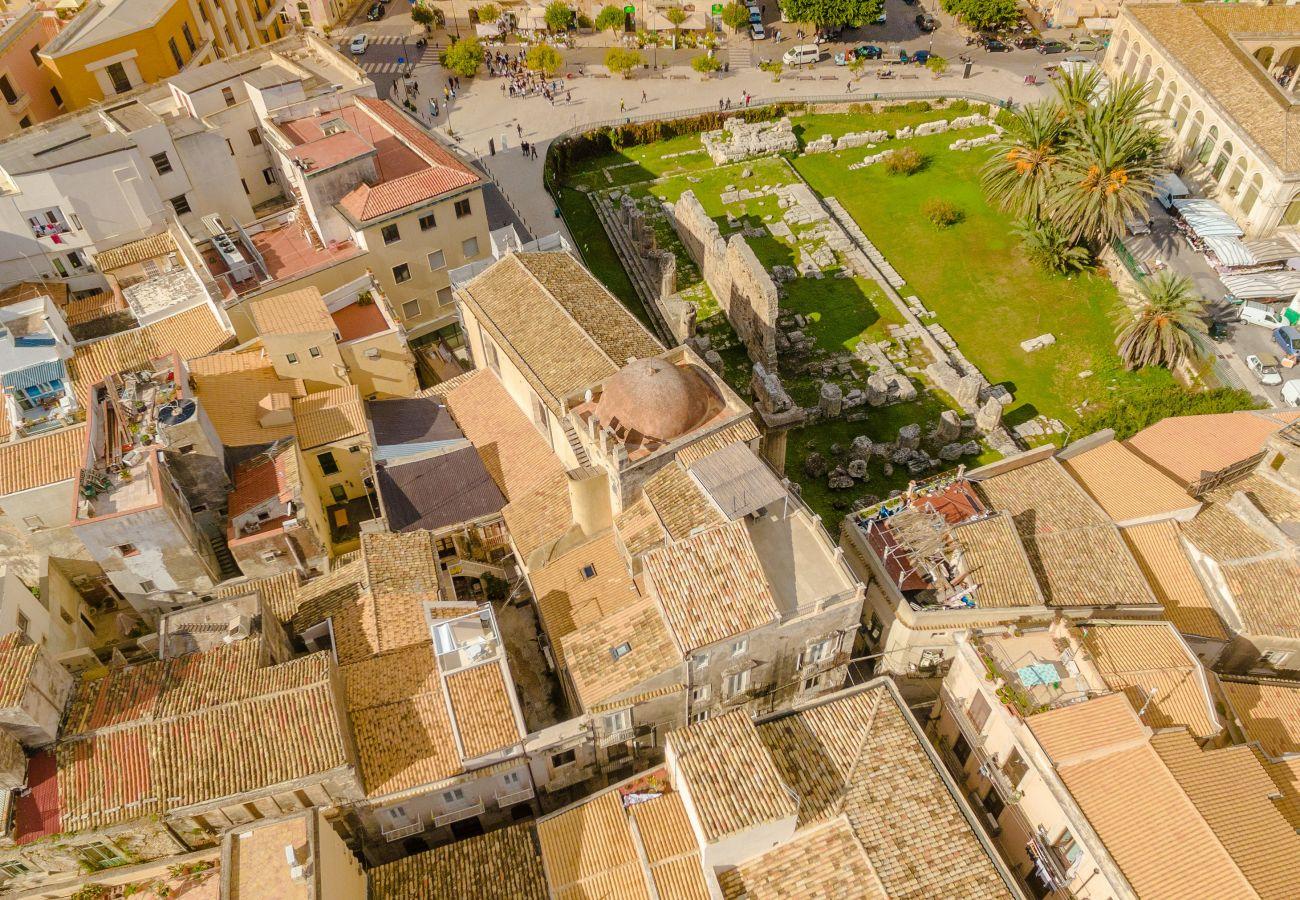 Appartamento a Siracusa -  Dione  design apartments, due camere  da letto e terrazzo by Dimore in Sicily