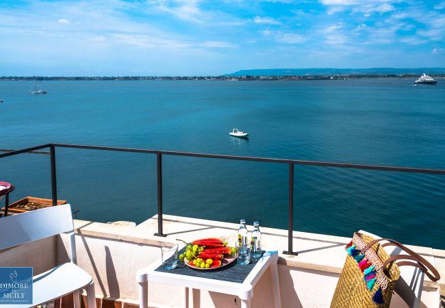 Appartamento a Siracusa - Alfeo bellevue, romantica Suite con terrazza panoramica, by Dimore in Sicily