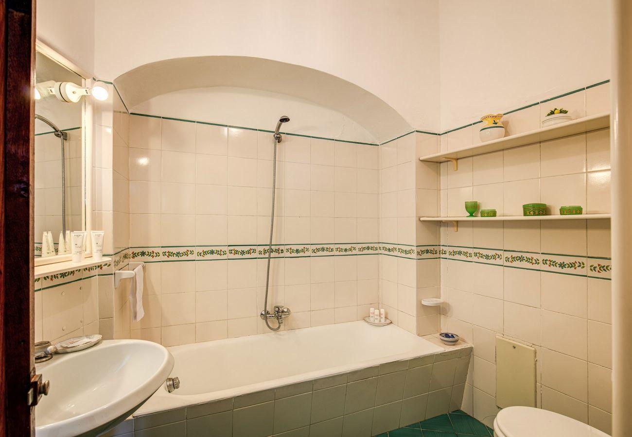 bathroom with buthtub, holiday home positano casa marina